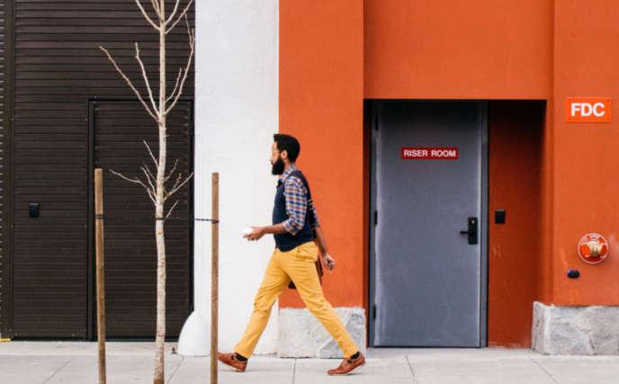 Motivo naranja en edificio