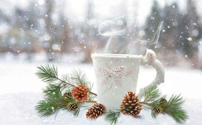 tasa color blanco para festejar la navidad